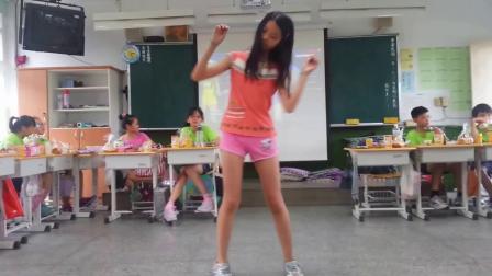 小六女熱舞