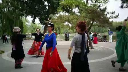 陶然亭公园新疆舞!淼淼美女和云卷云舒舞!2