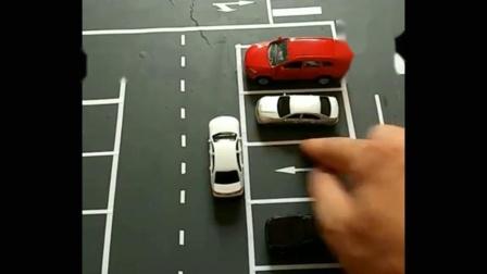 新手在停车时,前边是墙,怎么判断停车距离?看好这个位置就可以