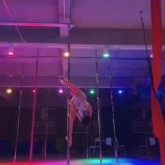 香港星秀钢管舞高难度技巧视频  186*80098100