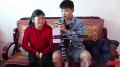 客家话搞笑视频,东东故意让爸爸讲普通话,砖