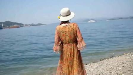 喇叭袖荷叶边连衣裙,美式街拍范