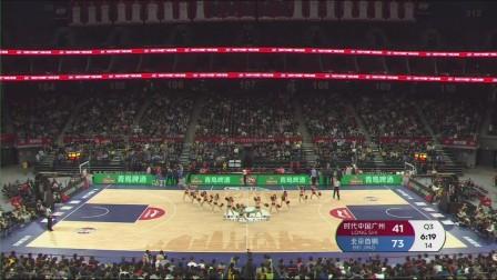 现场篮球宝贝青春炫舞点燃赛场欢乐气氛