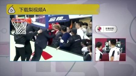 上手推搡!C*A洋帅与球迷发生冲突 via@梨视频体育
