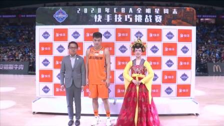 不倒翁小姐姐来了!为陈培东颁奖技巧挑战赛冠军