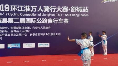 龙舒武校应邀参加由省体育局主办的2019环江准万人骑行大赛开幕式