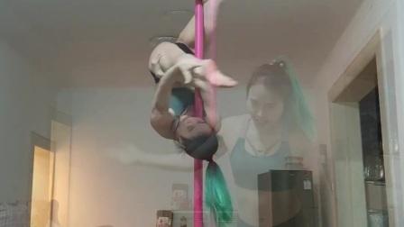 王妃钢管舞花木兰老师日常练习旋转钢管技巧串