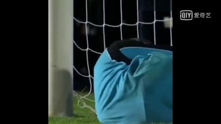 足球场上的失误搞笑视频集锦