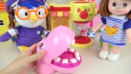 珀利女婴播放 喂河马 芭比娃娃 珀利 小企鹅啵乐乐 吃冰淇淋