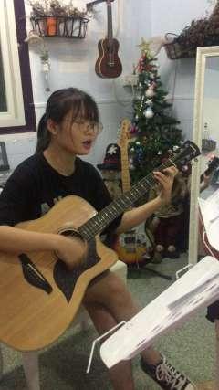 刘依然流行音乐吉他弹唱电影《小时代》主题曲