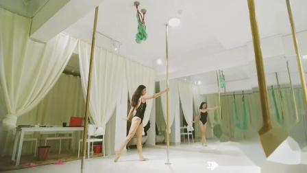 平顶山钢管舞技巧  健身减肥塑形 艺柏空中舞蹈