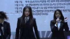 韩国女团CLC热舞演出,制服亮相,酷酷的