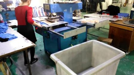 矽利康商标压花 植胶现场生产 生产流程