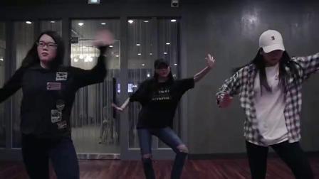 抖音神曲《HandClap》舞蹈练习室版,这才是大家想看的舞