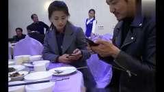 朝鲜美女向导和中国小伙玩自拍,被中国的自拍