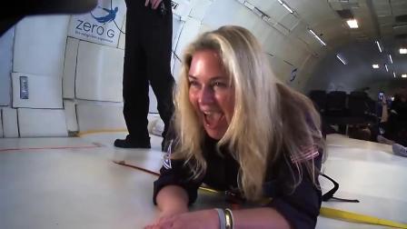 英超*神零重力状态写真 着比基尼太空舱漫游 -