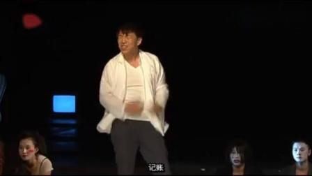 黃渤演繹話劇《活著》中福貴少爺,輸光一百多畝田和家業