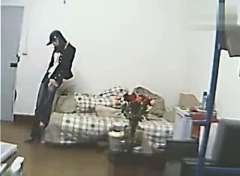 女大学生宿舍疯狂热舞自拍