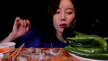 ASR吃播,韩国美女生吃活章鱼,被切开的章鱼腿