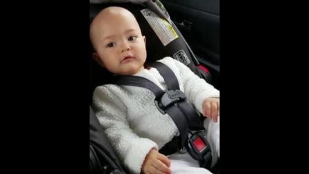 节奏感超强的小宝宝,听见音乐就无法控制身体