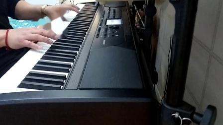 一首超好听钢琴版的李克勤的(月伴小夜曲),由向
