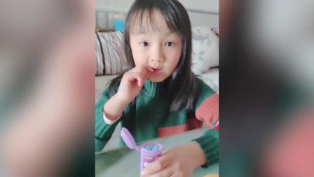 吃播小美女,吃泡泡糖、彩虹糖等奇葩食物