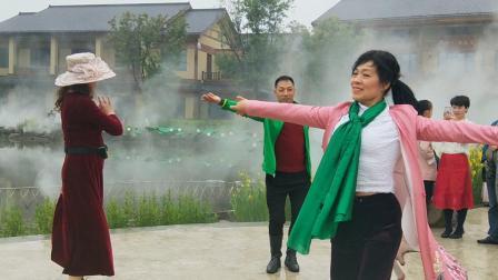 聂虎子!王芊红美女老师诗经理翩翩起舞!