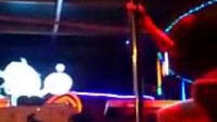 我在厦门莉莎美女酒吧跳钢管舞,妖艳、美、美