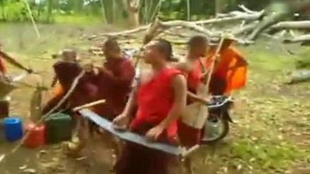 我在缅甸歌曲 搞笑视频 ( Ma Tu )截了一段小视频