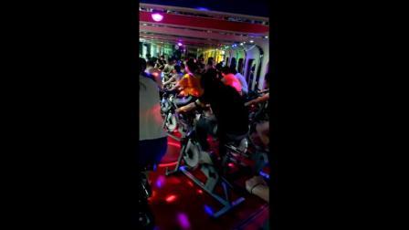 JK实拍:健身房动感单车加速音乐片段!