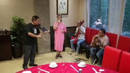 老椰子乐队饭局音乐美女演唱:粉红色的回忆