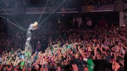 巨星演唱会 运用威亚3D新科技 环绕万人体育馆上