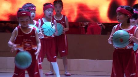 信丰优贝幼儿园五周年庆典16华蒙星体育幼儿球操