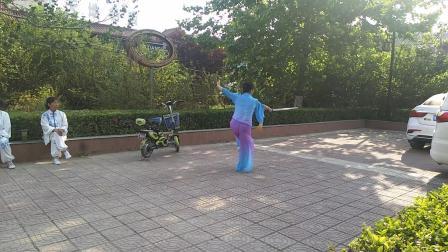 卫辉市老体育场王丽琴习练32式太极剑