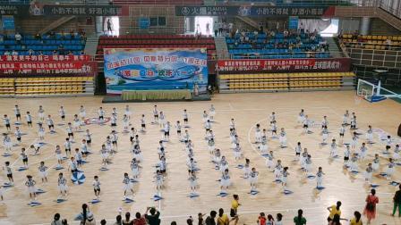 凤溪幼儿园31周年:体育馆伞操1
