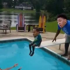雅虎体育恶搞小破湖招募伦纳德,詹姆斯浓眉.