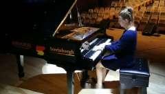 德国美女钢琴家莱昂妮排练 2019斯坦伯格 德国柏