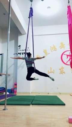 舞蹈培训学校专业空中瑜伽教学