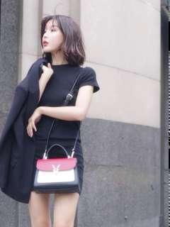 稻草人箱包皮具,时尚的纯粹,双肩包街拍