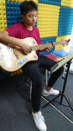 谭宸 中国音乐学院吉他5级曲目《秋天不回来》山