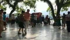 桂林漓江风景区加入舞蹈活动