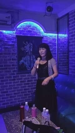 美女唱京剧「金玉奴」