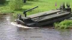 德国军事演习,看看他们如何在河中间架起一座