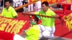 五彩空竹队在人民体育馆欢度国庆