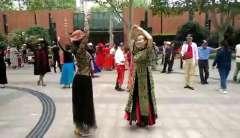 上海中山公园石头舞蹈队两位美女新疆舞2019.10