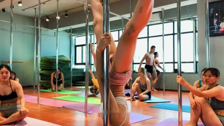 钢管舞技巧现场教学,健身塑形最好的舞蹈,直