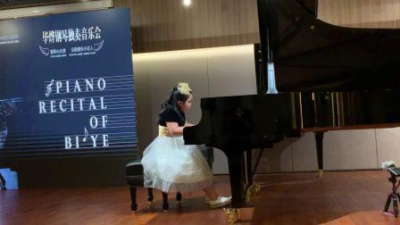 毕烨8岁首场钢琴音乐会《侏儒进行曲》