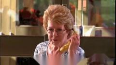 国外爆笑街头恶搞奇葩的香蕉电话突然铃声大作