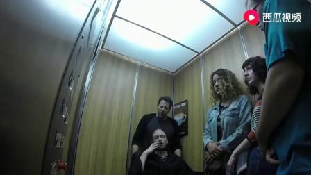 国外搞笑街拍,电梯里魔术恶作剧,我看到了什