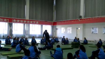 [配课件教案]1.九年级体育《组合动作1》内蒙古省